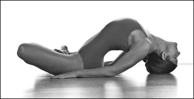 andreamartinez-yoga-29sep08-0018_bw2