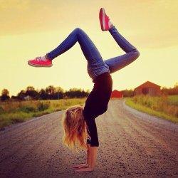 Yoga-handstandsSource-Instagram-user-instagram213