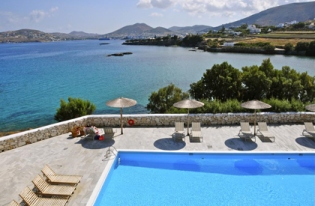yoga-retreat-paros-bay-hotel-island-beach_411