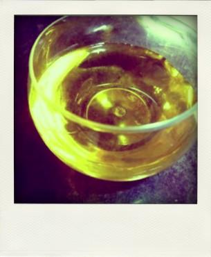 huile-maison-raffermissante-décolleté-buste-pola