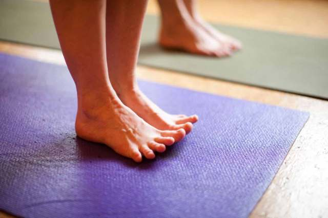 1-home-svaha-yoga-bare-feet