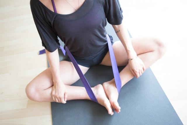 yoga-strap-for-pelvis-tilt